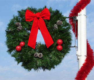 classic decorated wreath with bow light pole decoration - Light Post Christmas Decorations