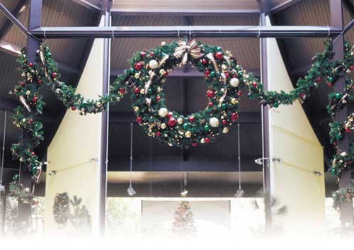 Giant outdoor christmas wreaths sprays and greenery for Professional outdoor christmas decorations